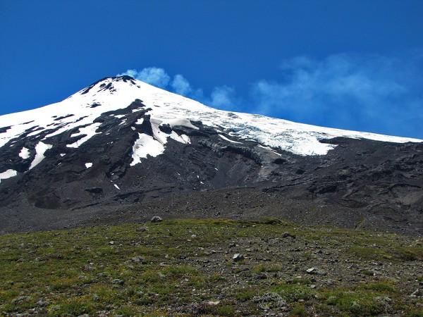 Vista al Villarrica con el glaciar Voipir por delante