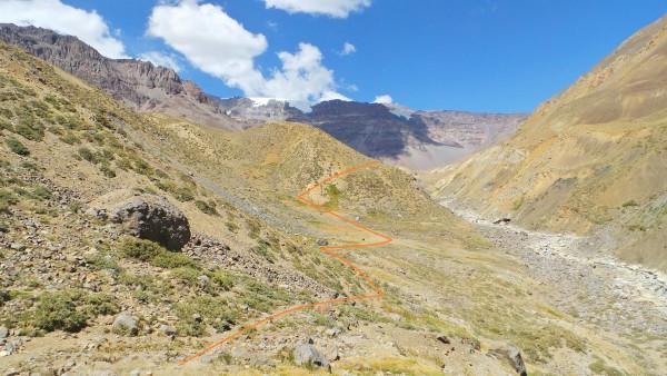 Vega y ascenso a ladera erosionada