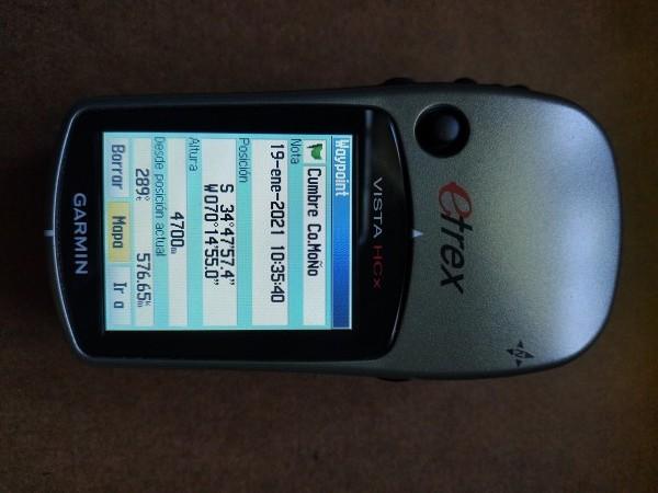 Coordenadas de cumbre y altura según GPS.